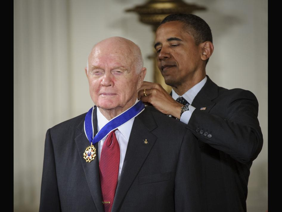john_glenn_medal_freedom_obama_nyreblog_com_.jpg
